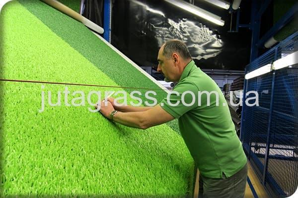 Фото стенда проверки на качество искусственной травы JUTAgrass