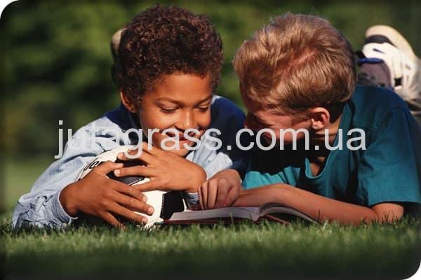 Фото детей на искусственной траве JUTAgrass безопасность использования