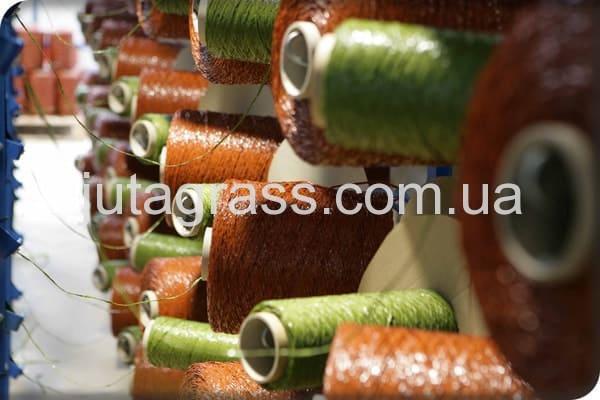 Фото c завода по производству искусственного газона JUTAgrass - нити искусственной травы