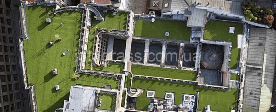 Фото зеленая лужайка с искусственной травой JUTAgrass Decor на крыше дворца Lucerna г. Прага